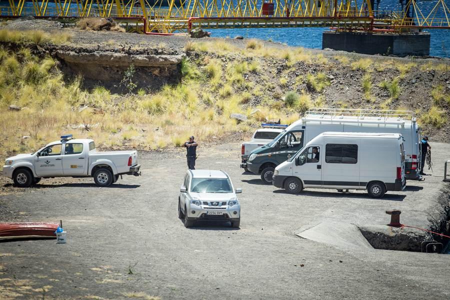Imagen de los servicios actuantes presentes en el muelle de La Piedra. ANDRÉS GUTIÉRREZ
