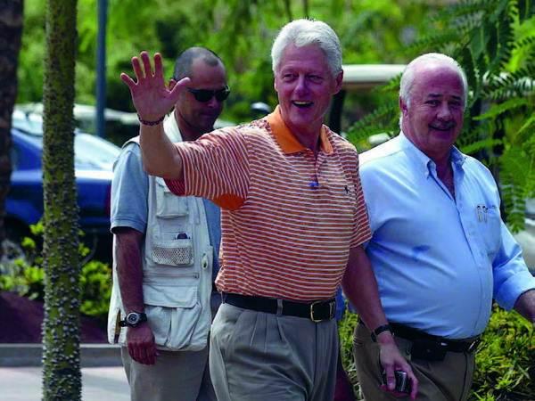 El expresidente estadounidense Bill Clinton y Ricardo Melchior, en una imagen de archivo correspondiente a su visita a la isla de Tenerife en 2005. DA