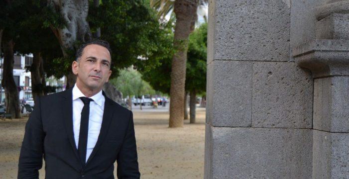 El PSOE pide en el Pleno que se cese a Enrique Rosales, asesor de Evelyn Alonso