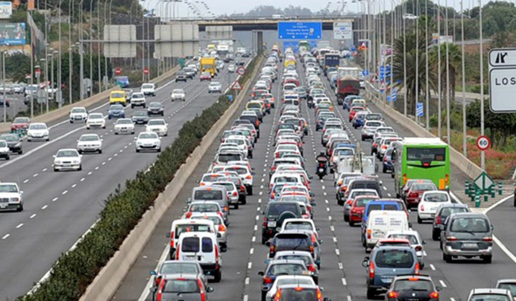 Queues on the TF-5 motorway |  GIVES