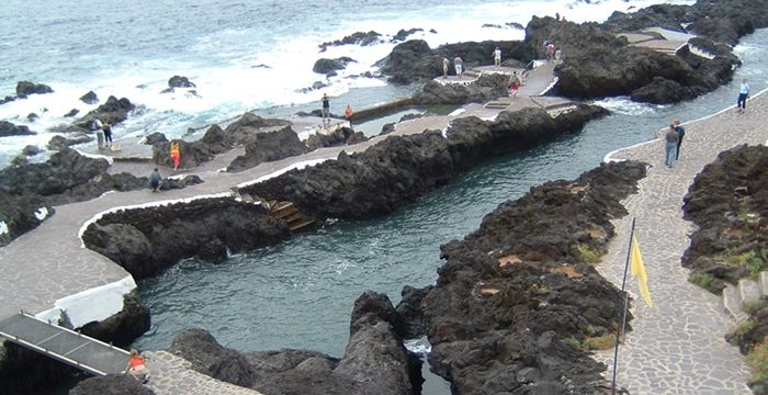 Grave tras tirarse de cabeza al mar en Garachico