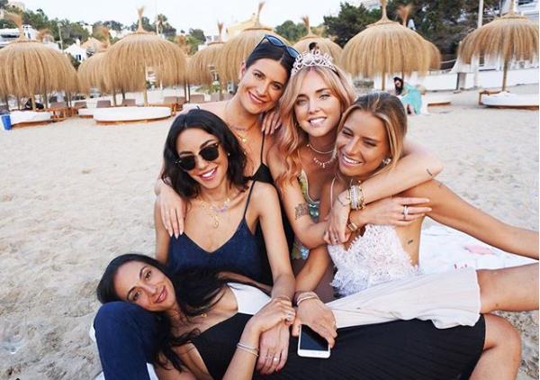 Chiara Ferragni comparte en redes sociales todo lo relacionado con su despedida de soltera y próxima boda.   Instagram