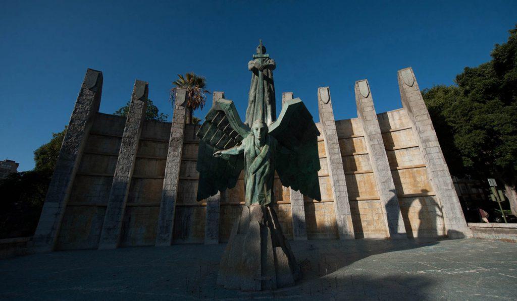 La retirada o resignificación del monumento a Franco, en la avenida de Anaga, será una de las conclusiones que se extraigan de la investigación. Fran Pallero