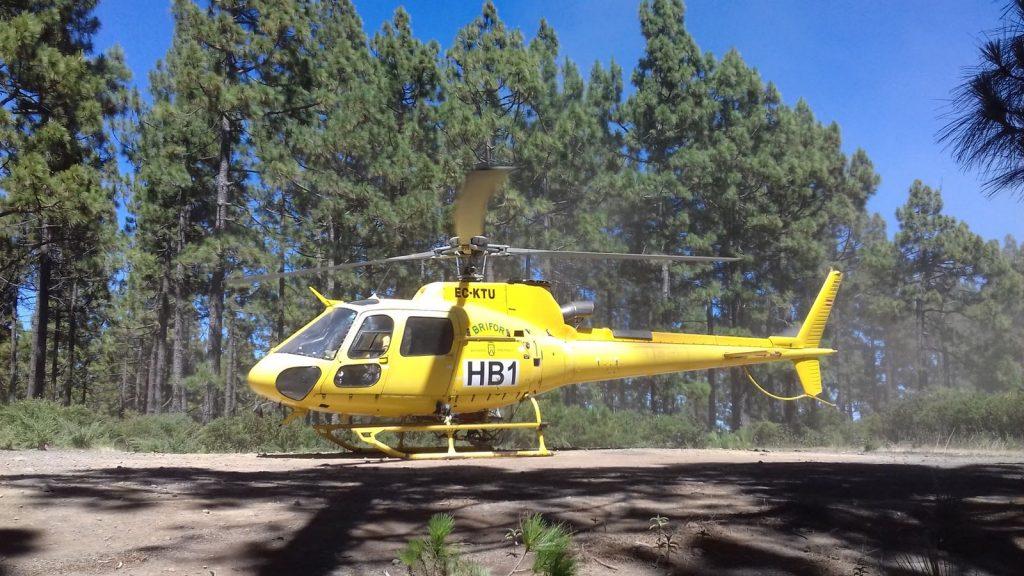Helicóptero de Brifor, en la base del aeropuerto Reina Sofía