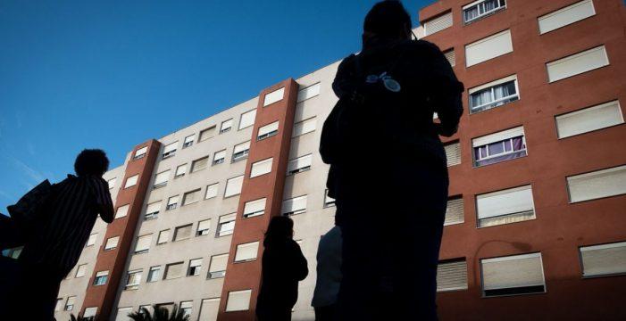 Los vecinos logran que el Gobierno compre por 24,8 millones las viviendas de Añaza y evite los desahucios