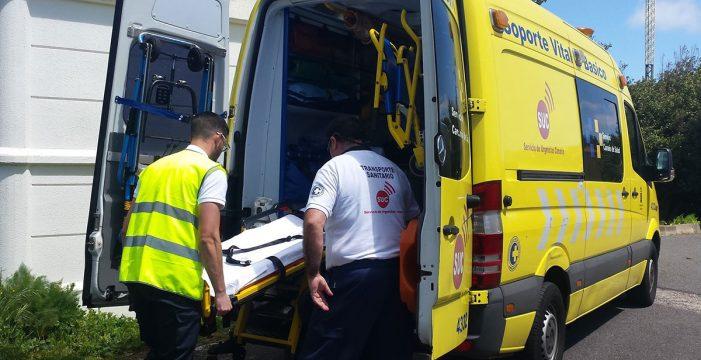 Dos heridos, uno grave, tras chocar un turismo y una moto en la TF-5