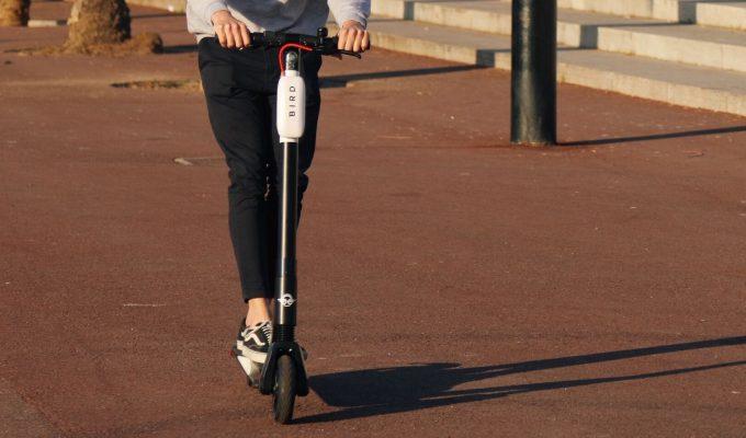 Circular en bici o patinete eléctrico se considerará una infracción grave