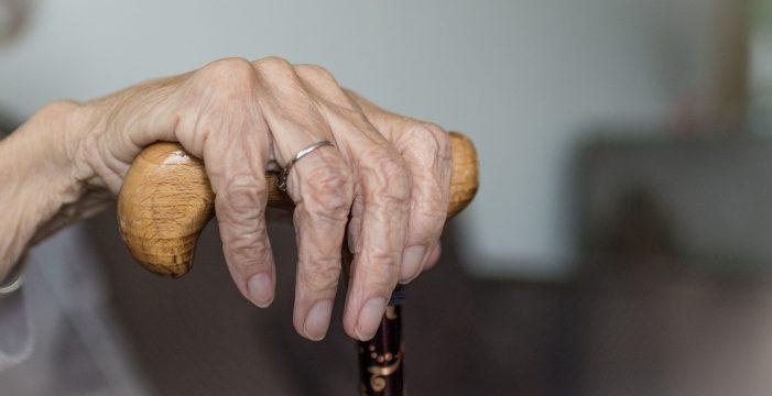 Obligaba a su madre, anciana, a tomar productos químicos sin orden médica
