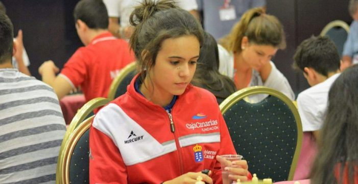 Canarias celebra su primer torneo de ajedrez cerrado solo para mujeres