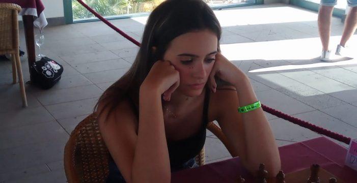 Las jóvenes canarias Adhara Rodríguez y Carla Sosa siguen destacando en Corralejo