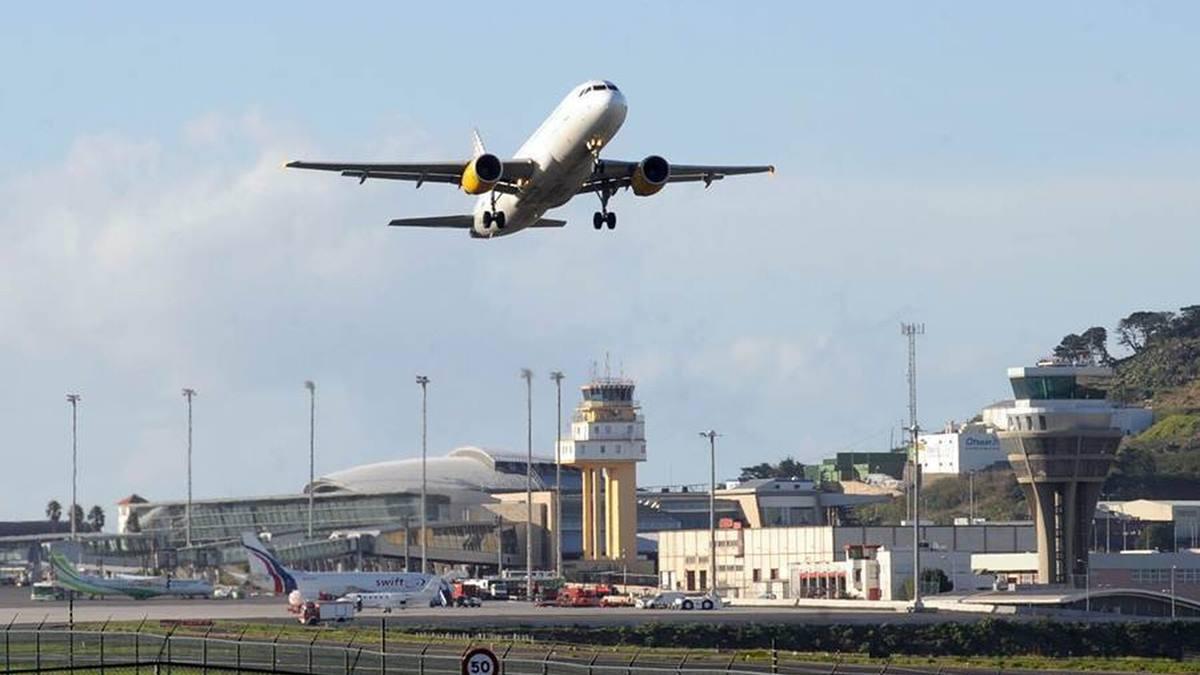 Un avión de Thomas Cook despegando. DA