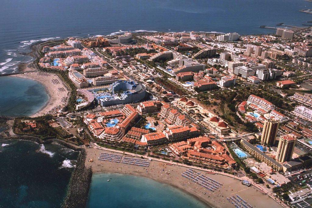 Canarias cierra sus hoteles y España y Europa, sus fronteras. DA