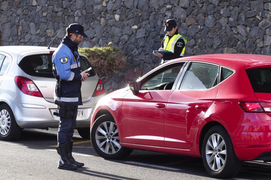 Control de la Policía Local en Santa Cruz de Tenerife durante el estado de alarma SERGIO MÉNDEZ