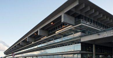 El aeropuerto de La Palma sigue operativo aunque acumula retrasos      en sus vuelos