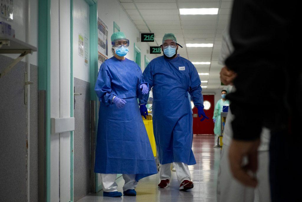 Profesionales sanitarios del HUC. F. P.