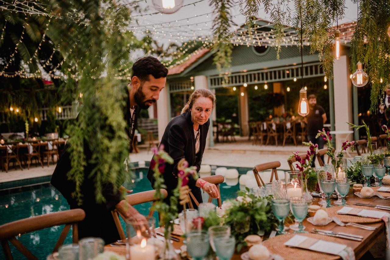 Rómulo Leal intenta cuadrar nuevas fechas con las parejas que han tenido que aplazar su servicio de decoración. Foto: Edu Hernández