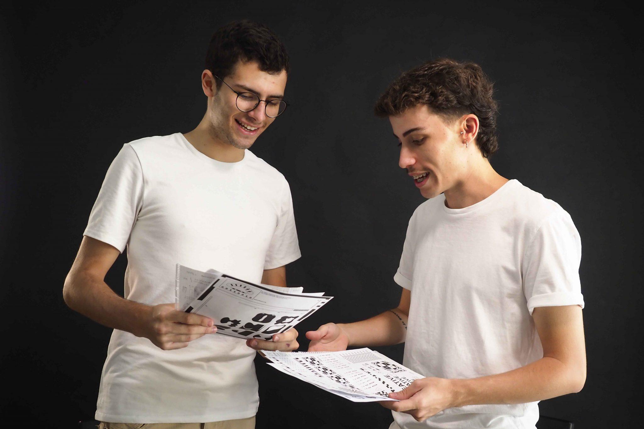 Héctor Mangas y David Ujja son los creadores de '00110010', una plataforma que permite a los artistas medir su evolución técnica en un proceso de dos años. FOTO: Sergio Méndez