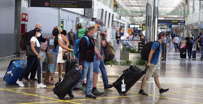 Londres impone hoy la cuarentena a sus turistas en España y TUI suspende los vuelos ingleses