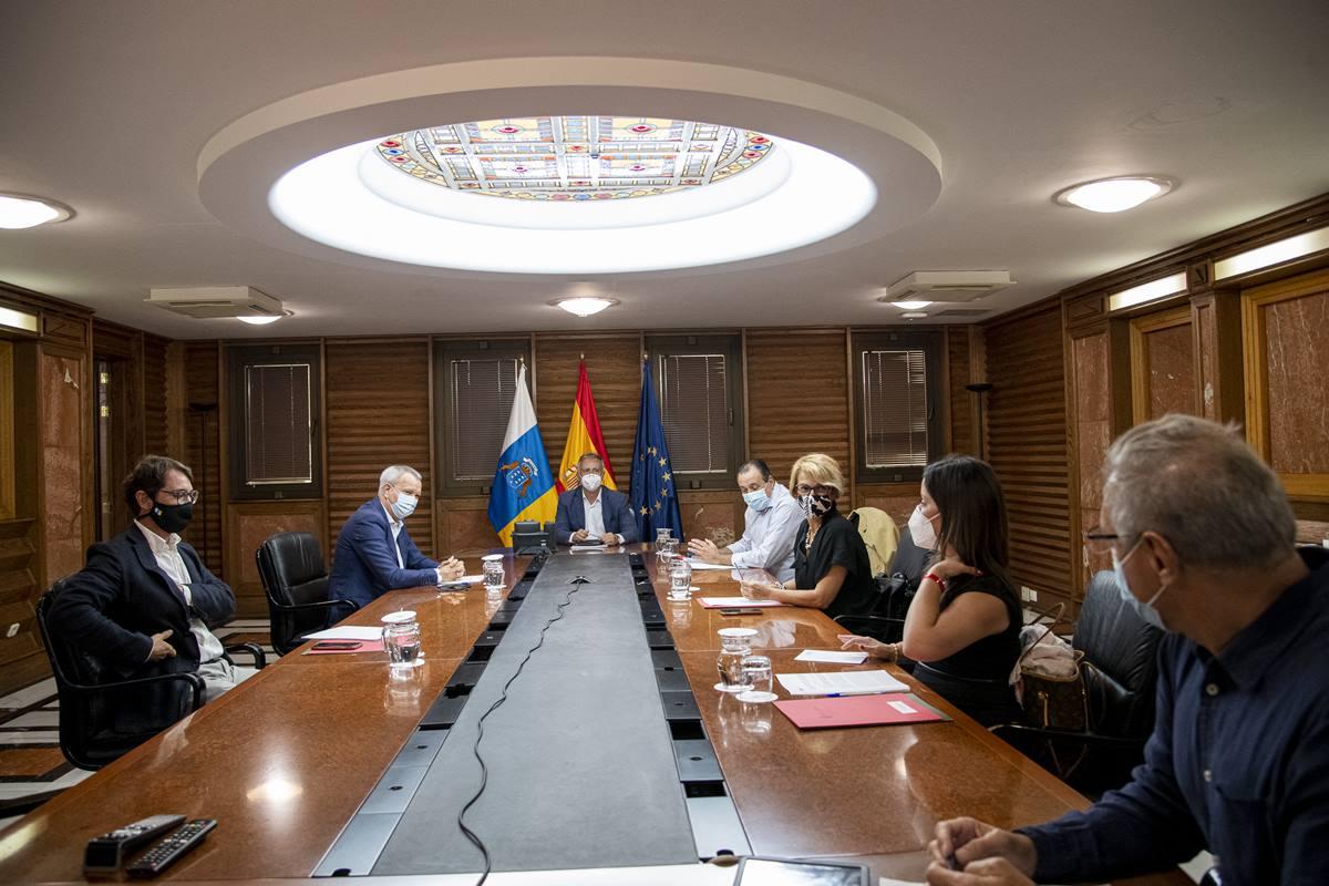 Sesión extraordinaria del Consejo de Gobierno, ayer, en Las Palmas de Gran Canaria. DA