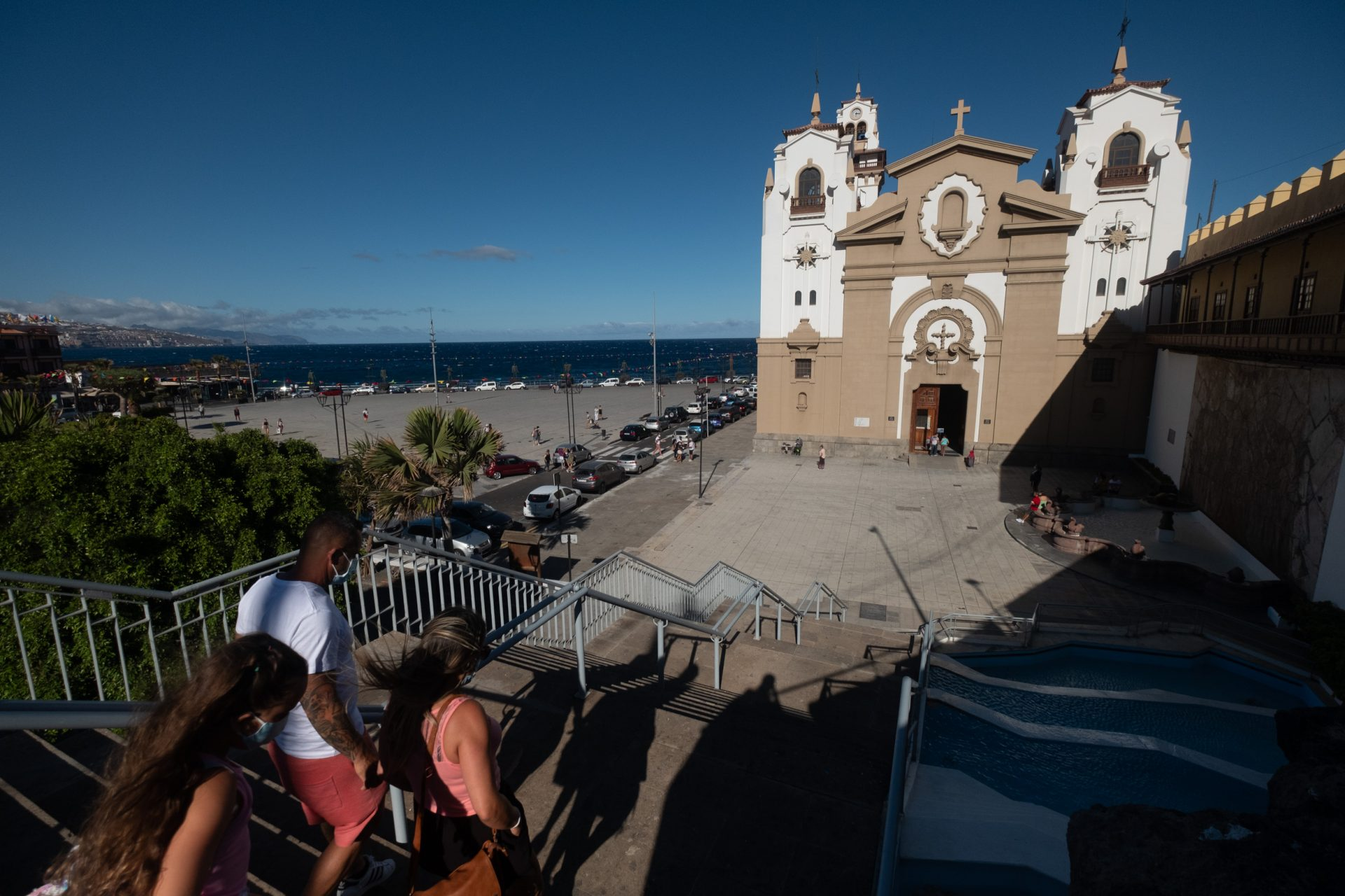 Todas las autoridades, miembros de la Iglesia y colectivos participantes del Día de la Patrona insisten en que los feligreses no peregrinen este año a Candelaria, que vivirá una fiesta atípica. FOTO: Fran Pallero