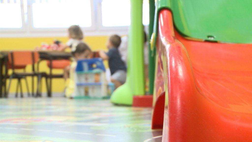 Las escuelas infantiles públicas de Extremadura abren sus puertas con aulas burbuja y poca afluencia de niños
