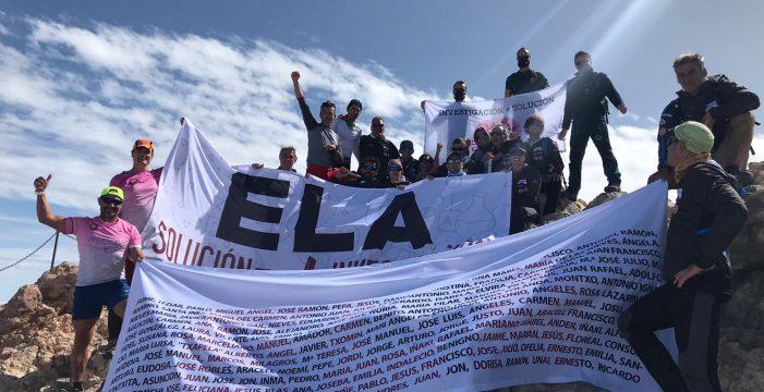 La expedición Ela corona la cima del Teide para visibilizar la enfermedad