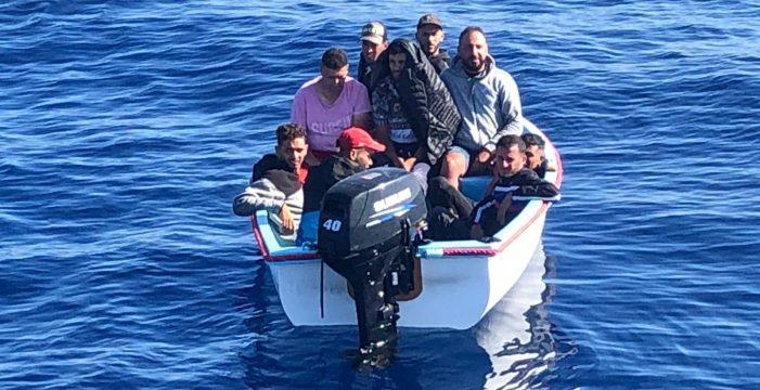 Localizados dos grupos de inmigrantes navegando rumbo a Canarias