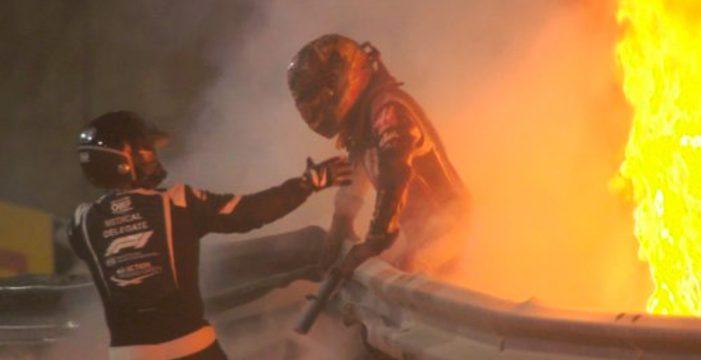Fuerte accidente de Grosjean en el GP de Baréin de F1: su coche se parte en dos y acaba en llamas