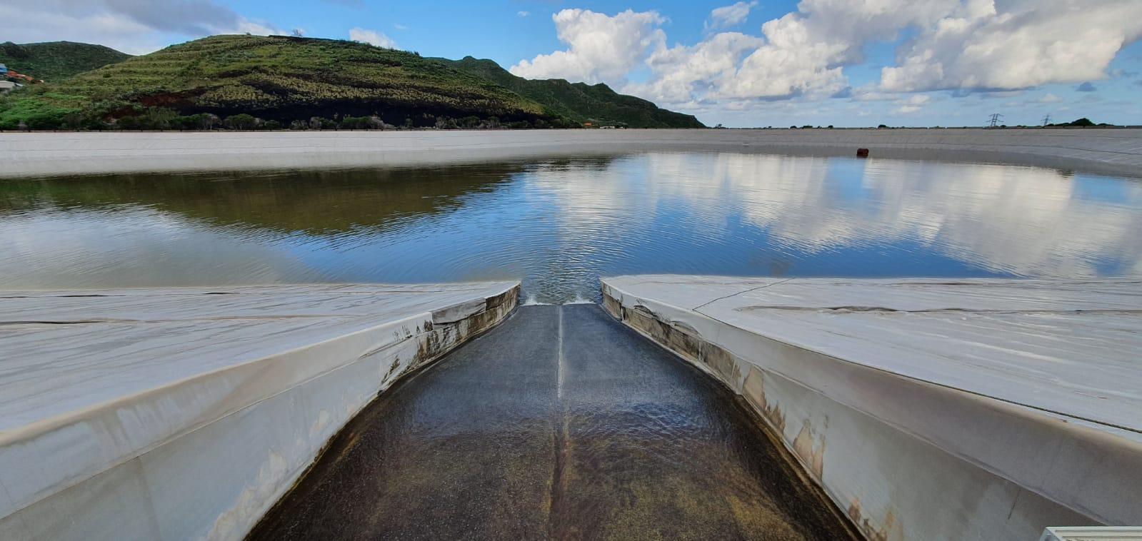 En la balsa de Valle Molina, en Tegueste, estaban entrando unos 300 metros cúbicos de agua la hora el pasado miércoles gracias a la lluvia. DA