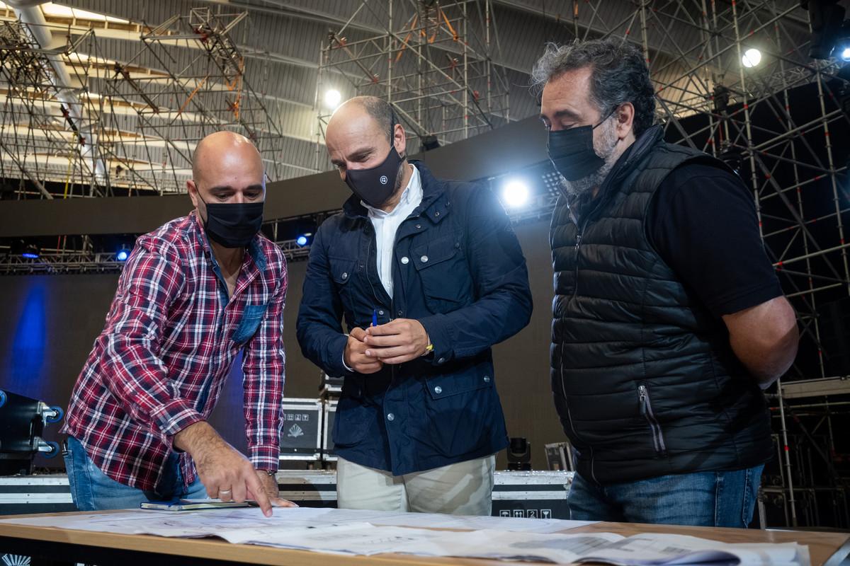 Alfonso Cabello, concejal de Fiestas, supervisa los preparativos en el Recinto Ferial