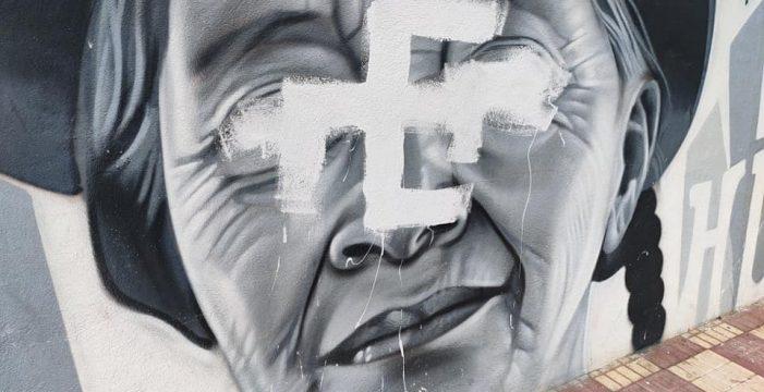 Indignación en Adeje por las pintadas racistas sobre un mural por la integración y convivencia