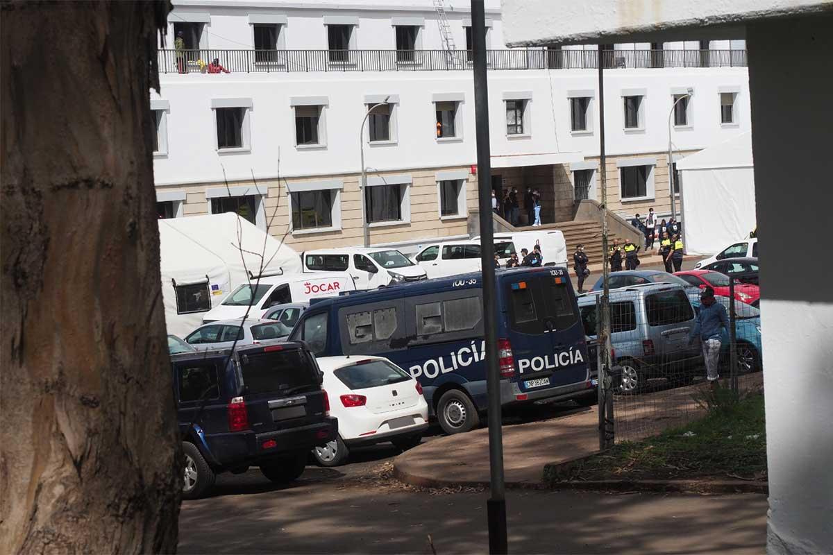 LAS RAÍCES MIGRANTES POLICÍA PROTESTA