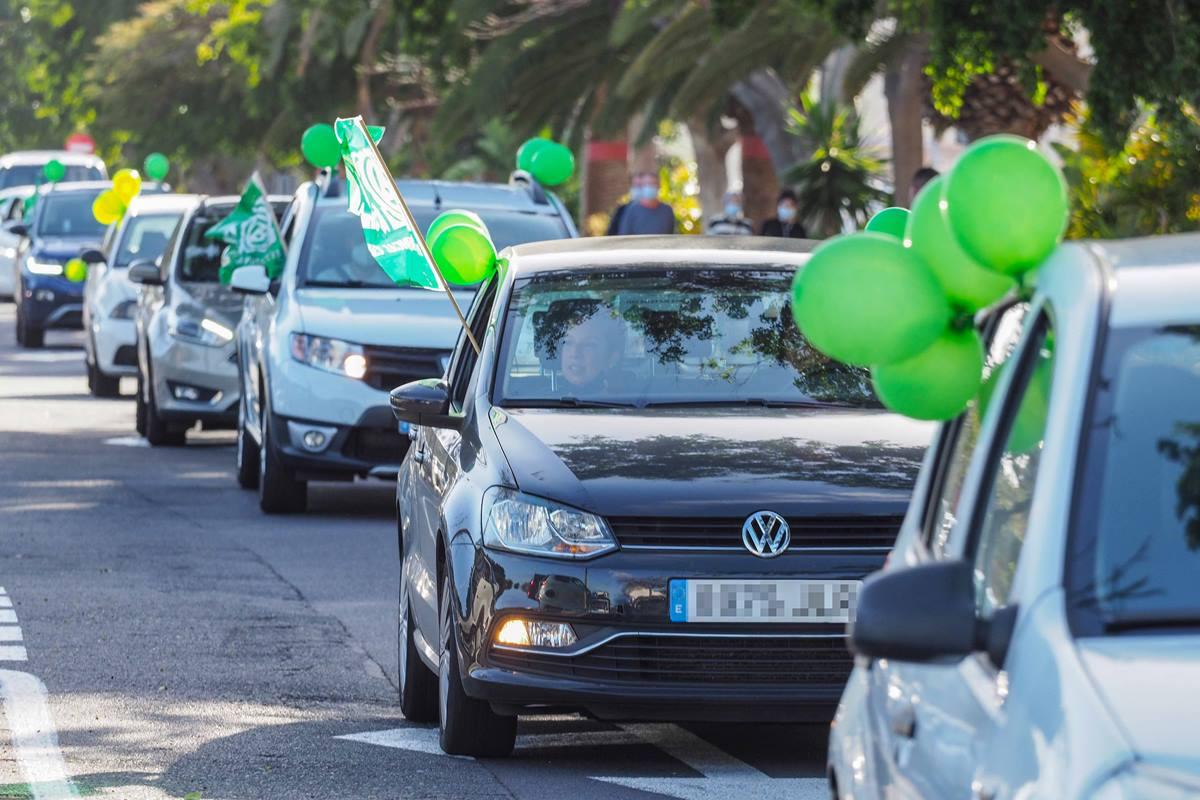La caravana de docentes en Tenerife partió del Parque Marítimo. Sergio Méndez