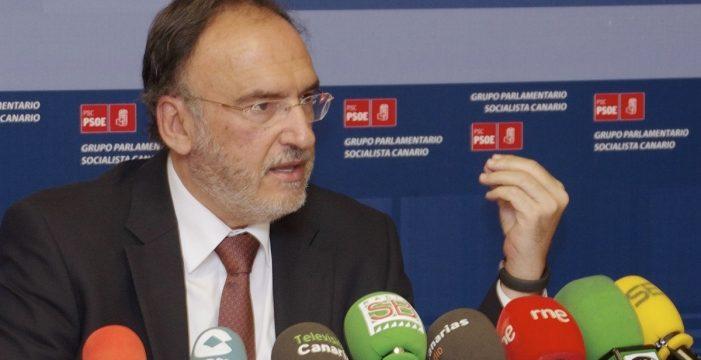 El senador por Lanzarote Manuel Fajardo, hospitalizado tras recibir la primera dosis de Astrazeneca
