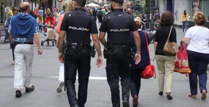 Cuatro migrantes detenidos: uno amenazó a una mujer con una catana y otros tiraron piedras