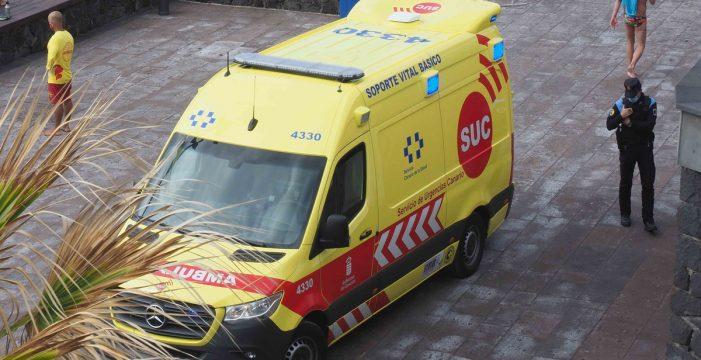 Un motorista resulta herido grave tras chocar con un coche en Arona