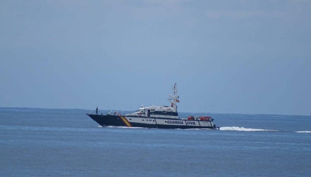 La Guardia Civil encontró una sillita de bebé flotando en el mar, donde apareció el barco vacío y a la deriva. Norchi
