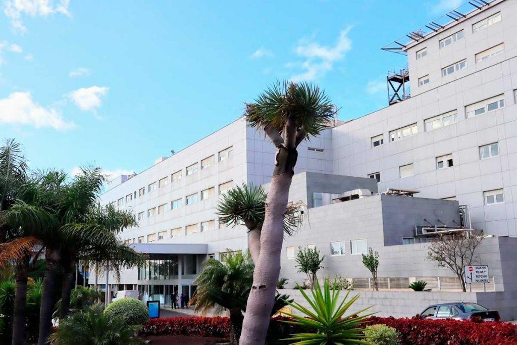 Entrada principal del Hospital Universitario Ntra. Sra. de Candelaria (HUNSC)