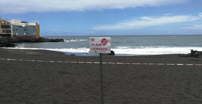Cierran al baño la playa de Punta Brava