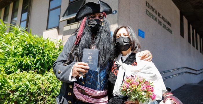 Consigue casarse vestido de Jack Sparrow ante la misma jueza que se lo denegó por razones de seguridad