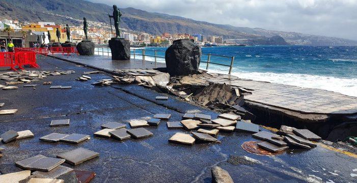 El mar azota de nuevo a los menceyes y a la plaza de la Patrona de Canarias