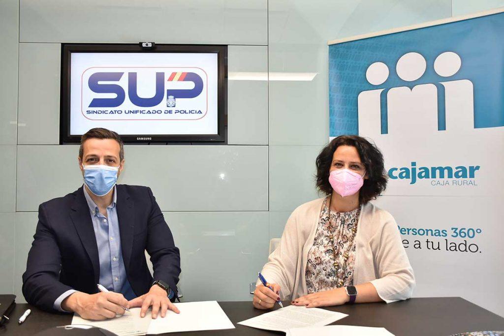 Firma del convenio Cajamar y SUP