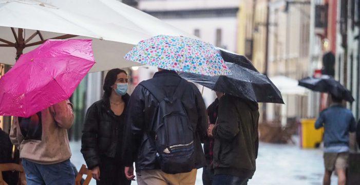 Prepara el abrigo y el paraguas: anuncian lluvias y una bajada de temperaturas en Canarias