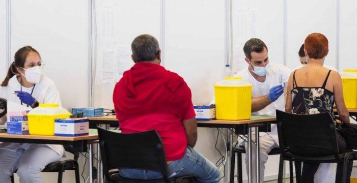 El 51,3% de la población diana de Canarias ha recibido al menos una dosis