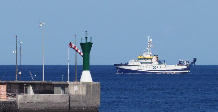 Continúan las labores de búsqueda de Anna y Tomás frente a la costa de Añaza
