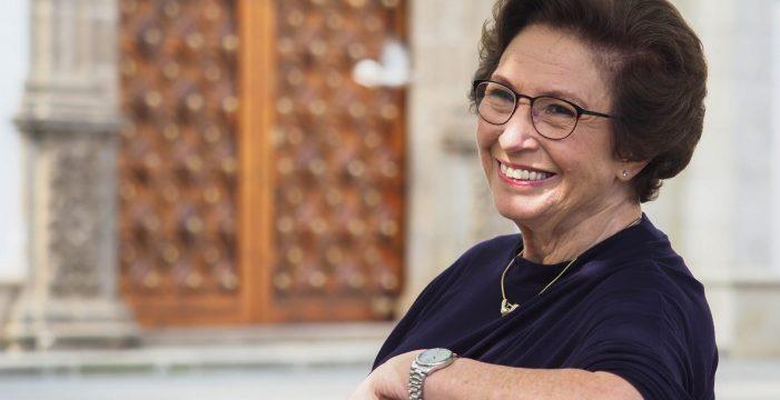 La vida de riesgo y talento de Paloma, con 82 años