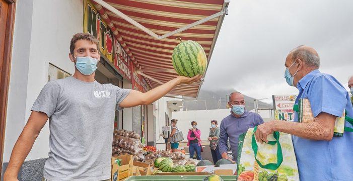 """El tinerfeño Sergio vende sus 8.000 kilos de sandía: """"Estoy muy agradecido"""""""