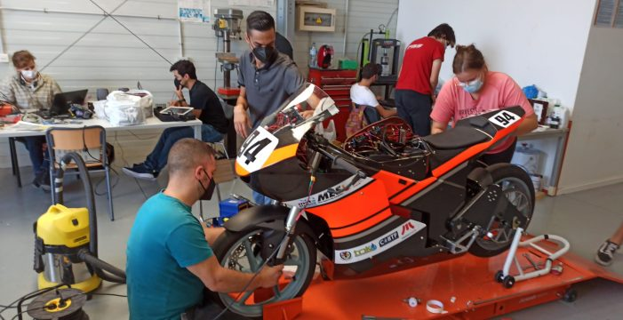 Alumnos de la ULL fabrican una moto eléctrica de competición
