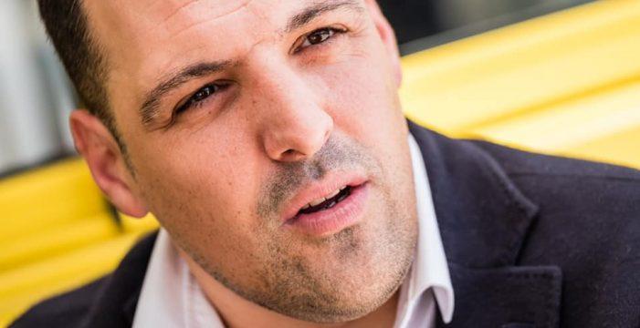 Jonathan Felipe lleva a la Fecam y el Parlamento el caso de Darío, el niño palmero con Duchenne