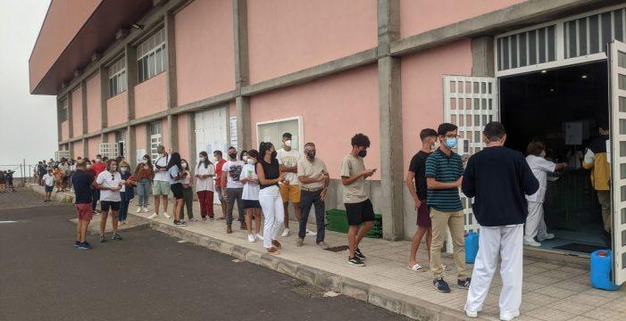 Los jóvenes se vuelcan y acuden al 'rescate' de la Isla Bonita con la COVID desbocada